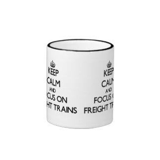 Guarde la calma y el foco en los trenes de carga taza de café