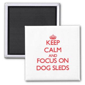 Guarde la calma y el foco en los trineos del perro imanes