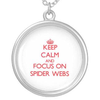 Guarde la calma y el foco en los Web de araña Colgantes Personalizados