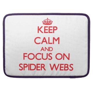 Guarde la calma y el foco en los Web de araña Fundas Macbook Pro