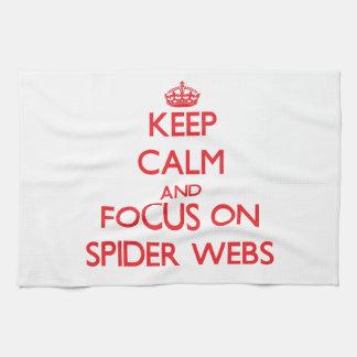 Guarde la calma y el foco en los Web de araña Toalla De Mano