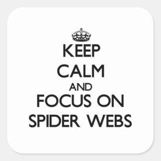Guarde la calma y el foco en los Web de araña Calcomanías Cuadradass