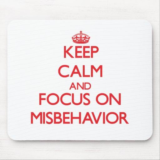 Guarde la calma y el foco en mala conducta alfombrillas de ratones