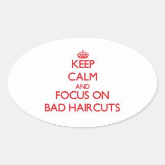 Guarde la calma y el foco en malos cortes de pelo pegatina ovalada