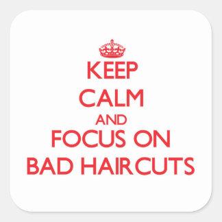 Guarde la calma y el foco en malos cortes de pelo pegatina cuadrada