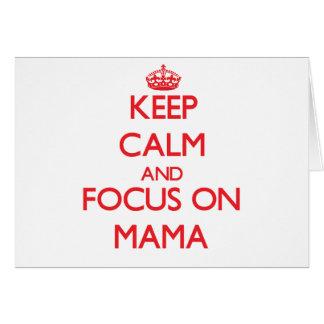 Guarde la calma y el foco en mamá tarjeta de felicitación