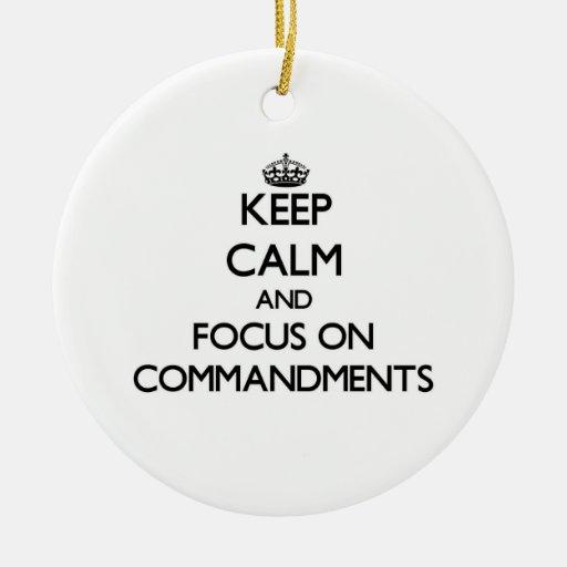 Guarde la calma y el foco en mandamientos ornamentos de reyes