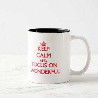 Guarde la calma y el foco en maravilloso taza dos tonos