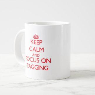 Guarde la calma y el foco en marcar con etiqueta tazas jumbo