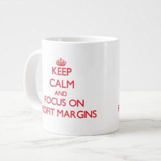 Guarde la calma y el foco en márgenes de beneficio taza grande