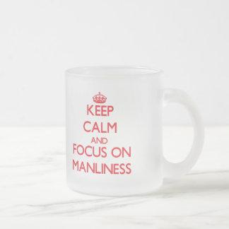 Guarde la calma y el foco en masculinidad taza