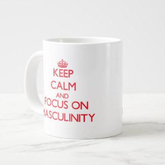 Guarde la calma y el foco en masculinidad taza extra grande