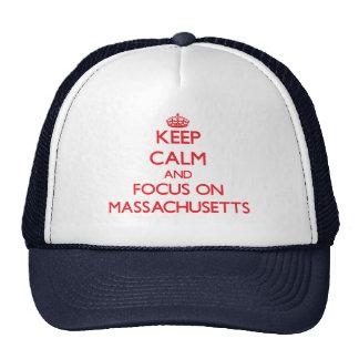Guarde la calma y el foco en Massachusetts Gorro De Camionero