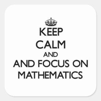 Guarde la calma y el foco en matemáticas pegatinas cuadradas