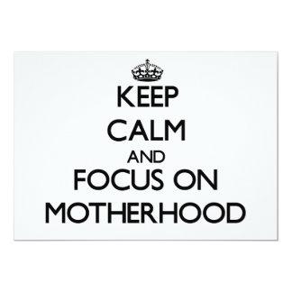 """Guarde la calma y el foco en maternidad invitación 5"""" x 7"""""""