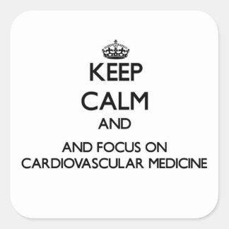 Guarde la calma y el foco en medicina pegatina cuadrada
