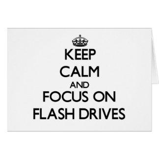 Guarde la calma y el foco en memorias USB Tarjeta