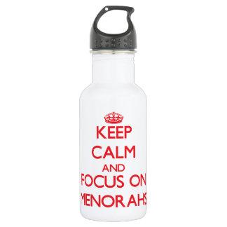 Guarde la calma y el foco en Menorahs