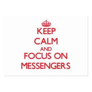 Guarde la calma y el foco en mensajeros tarjetas de visita grandes