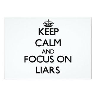"""Guarde la calma y el foco en mentirosos invitación 5"""" x 7"""""""