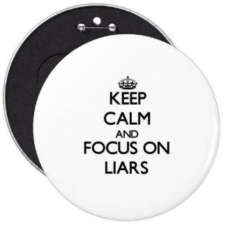 Guarde la calma y el foco en mentirosos pins