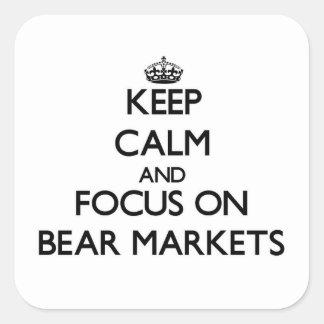 Guarde la calma y el foco en mercados bajistas calcomania cuadrada personalizada