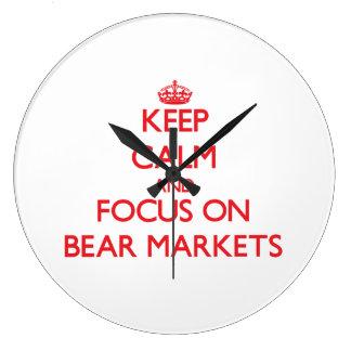 Guarde la calma y el foco en mercados bajistas reloj de pared
