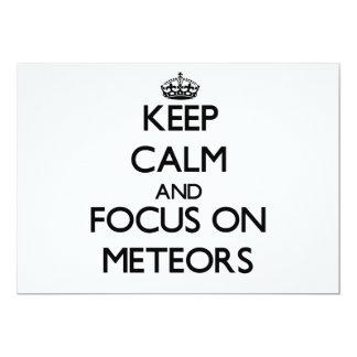 Guarde la calma y el foco en meteoritos invitación 12,7 x 17,8 cm