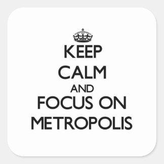 Guarde la calma y el foco en metrópoli pegatina cuadrada