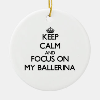 Guarde la calma y el foco en mi bailarina ornamento para arbol de navidad