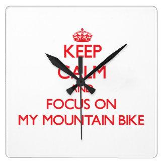 Guarde la calma y el foco en mi bici de montaña reloj cuadrado