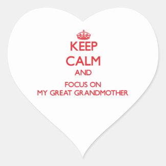 Guarde la calma y el foco en mi bisabuela calcomania de corazon personalizadas