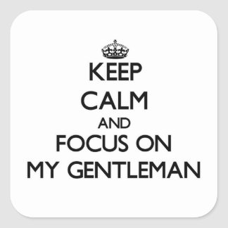 Guarde la calma y el foco en mi caballero pegatina cuadrada