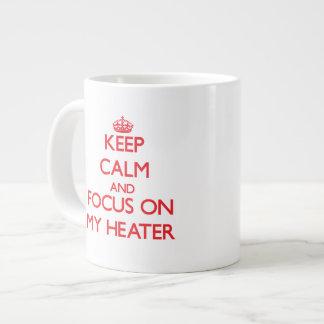 Guarde la calma y el foco en mi calentador taza extra grande