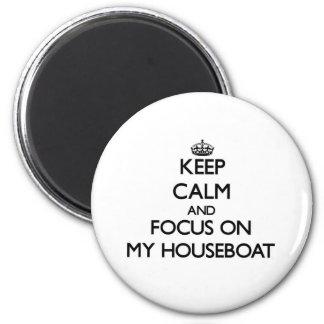 Guarde la calma y el foco en mi casa flotante imán redondo 5 cm