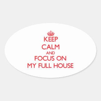 Guarde la calma y el foco en mi casa llena calcomanías ovales personalizadas