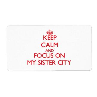 Guarde la calma y el foco en mi ciudad hermana etiqueta de envío