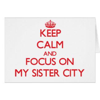 Guarde la calma y el foco en mi ciudad hermana tarjeta de felicitación