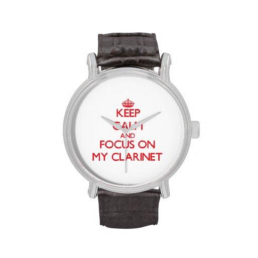 Guarde la calma y el foco en mi Clarinet Relojes De Pulsera