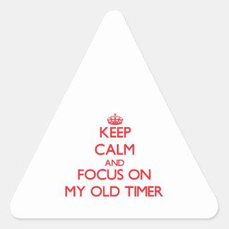 Guarde la calma y el foco en mi contador de tiempo calcomanías trianguladas personalizadas