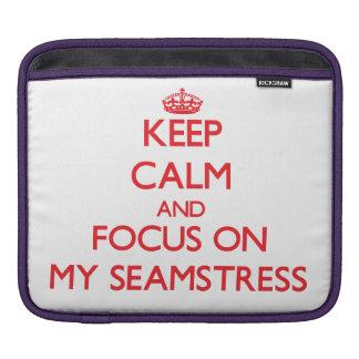 Guarde la calma y el foco en mi costurera funda para iPads