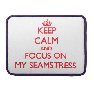 Guarde la calma y el foco en mi costurera fundas para macbooks