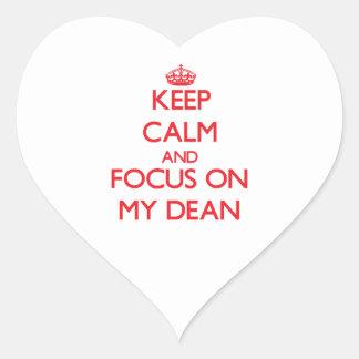 Guarde la calma y el foco en mi decano calcomanías de corazones personalizadas