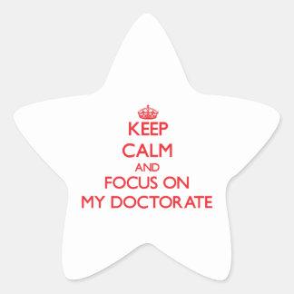 Guarde la calma y el foco en mi doctorado calcomanía forma de estrella personalizada