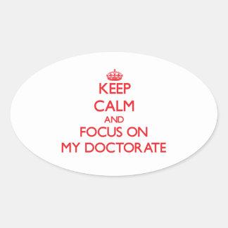 Guarde la calma y el foco en mi doctorado calcomanía oval personalizadas