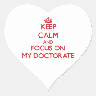 Guarde la calma y el foco en mi doctorado calcomania corazon