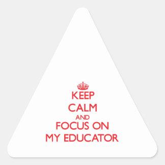 Guarde la calma y el foco en MI EDUCADOR Pegatina Triangular