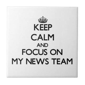 Guarde la calma y el foco en mi equipo de noticias teja  ceramica