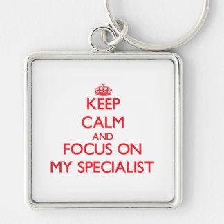 Guarde la calma y el foco en mi especialista llaveros personalizados