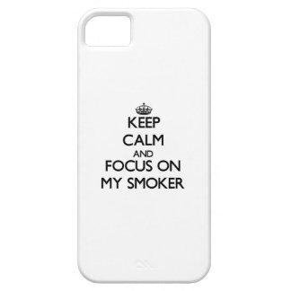 Guarde la calma y el foco en mi fumador iPhone 5 Case-Mate cobertura